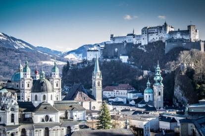 Die Salzburger Altstadt vom Mönchsberg aus.