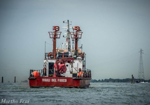 Eines der Feuerlöschschiffe
