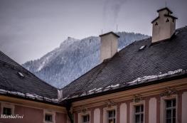 Der Kehlstein lugt über die Dächer des Wittelsbacher Schlosses